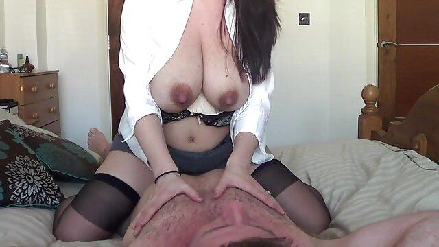 La soddisfazione è sulla porno di nascosto gola di uno sperma professionale molto