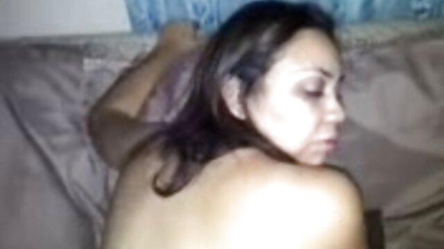 Giovane e porno nudisti macchia